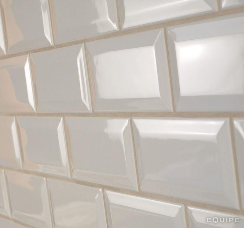 Carrelages mosa ques et galets metro metro cream brillo for Carrelage mural metro
