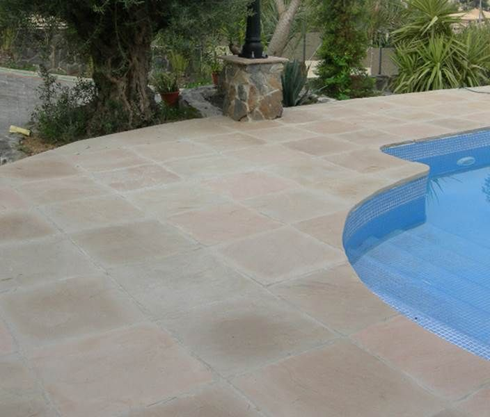 Carrelages mosa ques et galets terrasse carrelage et for Dalle exterieur 60x60