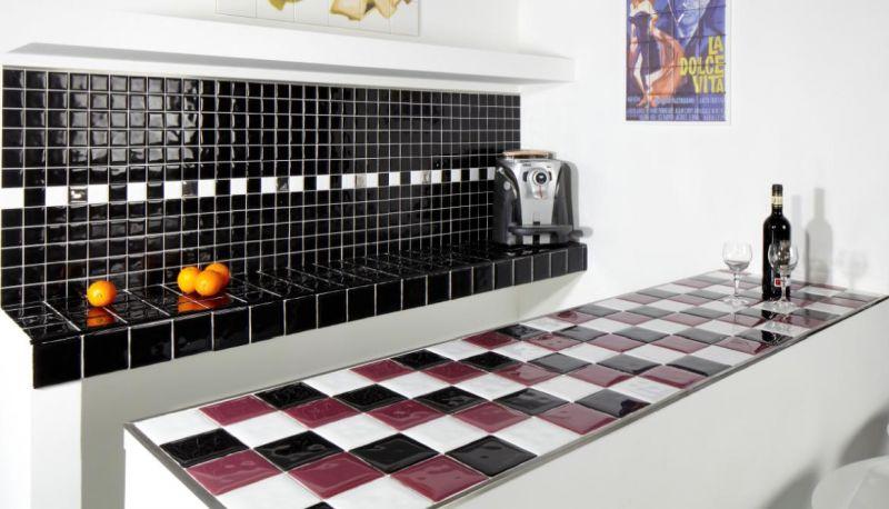 carrelages mosa ques et galets cuisine mural conic negro brillo 10x10 cm carrelage mural. Black Bedroom Furniture Sets. Home Design Ideas