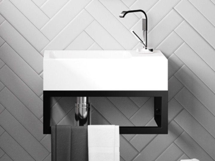 hauteur carrelage toilette cabinet de douche en verre vert ple au coin de salle de bains avec. Black Bedroom Furniture Sets. Home Design Ideas